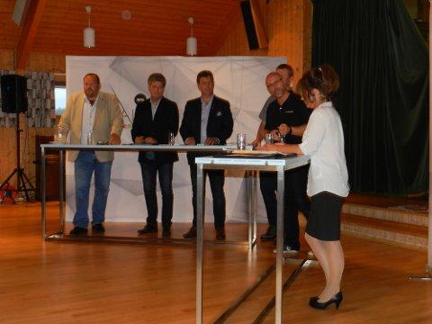 Ordførerkandidatene: Harald Nilsen (tv), Alf Ulven, Geir Aarbu, Nils Håkon Sandtorp Trond Øyvind Karterud (møteleder) og Solveig Toft.