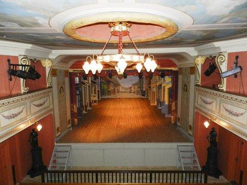 Litt av et teater: Halden historiske Samlinger inviterer til tre omvisninger i Fredrikshalds Teater i løpet av den nærmeste tida. Billettprisen er svært lav.