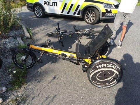 Bilisten kjørte på en 15 år gammel gutt som syklet på denne i Oskleiva i går kveld.