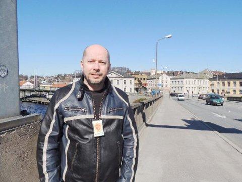 ADVARER: Politiførstebetjent Vidar Andersen forteller at det har vært unomalt mange sykkeltyverier og bilinnbrudd i Halden den siste tiden.