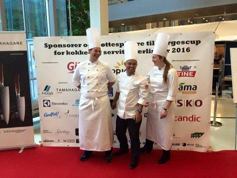 Martin Zundert (t.v) og Emma Hladik (t.h) sammen med den stolte læremesteren Sebastian Engh.