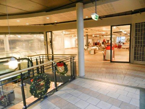 STOR PLASS: I de tidligere lokalene til Euro Sko (nå sist har frimarkedet hatt tilhold der) og klesbutikken LMC i Halden storsenter skal Sportshuset Outlet få på plass sin butikk. Målet er å rekke siste del av julehandelen.