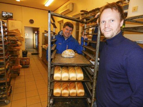 – GLIMRENDE TILTAK: Fra venstre ser vi kommunens Jens Petter Berget og Espen Halkjær, som eier Motz.