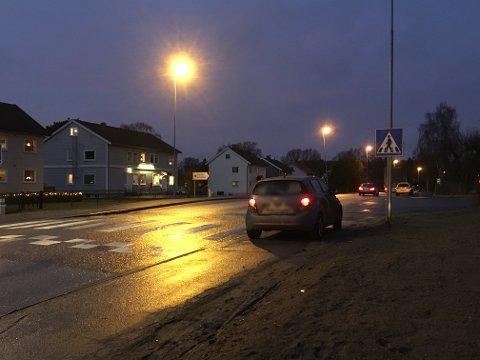 UTSATT: Overgangen like ved veikrysset Glenneveien/Rødsveien er utsatt. Fredag morgen smalt det mellom bil og fotgjenger igjen.