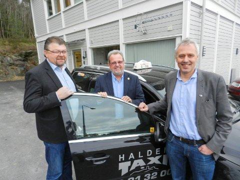 Bent Skogli (tv) og Eirik Milde (th) sammen med styreleder Øystein Trevland i Norges Taxiforbund. Utfordringen er utfordreren Uber.