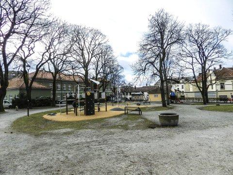 Ikke rasert: Nei, Busterudparken er ikke rasert. Snarere fått en stuss.Foto: Hans-Petter Kjøge