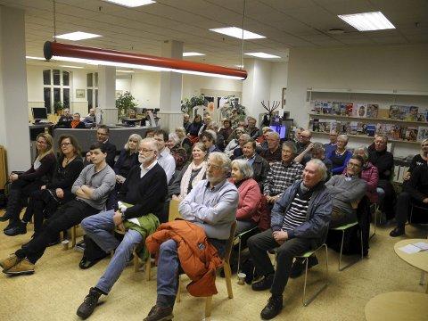 BRA OPPSLUTNING: Tidligere folkemøter har samlet fullt hus i biblioteket.