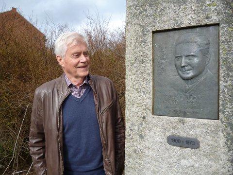 FAR OG SØNN: Yngvar Svendsen har vært i Halden og Tistedal flere ganger. Nå er det hans datter og Frithjof E. Byes barnebarb, Eva Narten Høberg, som overtar eierskapet til Lilleøya.