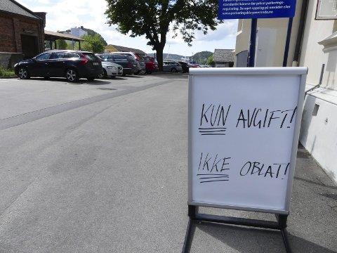 NYTT: Nå kan du parkere for 20 kroner døgnet like utenfor bygningene på Halden stasjon. Alle foto: Morten Paulsen