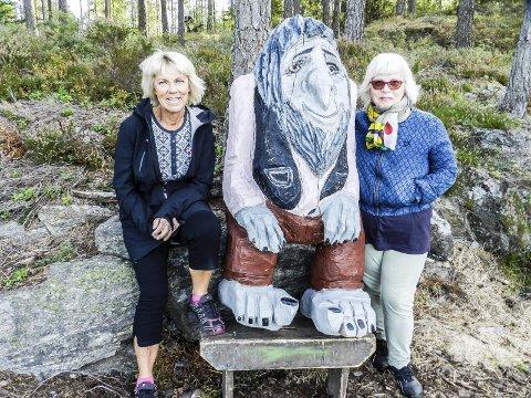 TROLL I SKOGEN: Jorunn Hauger Melsås (tv) og Natalia Karlsen håper mange tar seg en tur for å se på alle trollene i skogen. Du finner også huset de bor i. Alle foto: Hanne Eriksen