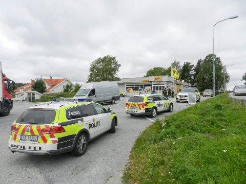 I følge tillitsvalgte rammes Halden veldig hardt. Dette bildet er fra ranet av Coop Prix på Østre Lie. Da var store politistyrker utkalt. Arkiv.
