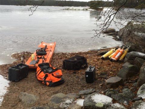UTEN RESULTAT: Tirsdag ettermiddag avsluttet dykkere fra den svenske redningstjenesten søket etter Anneberit Aamodt i Nordre Kornsjø. Hun er fortsatt savnet, og etterforskningslederen skal avgjøre om søket gjenopptas onsdag.