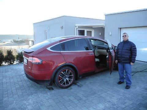 MODEL X: Teslaen har elektrisk firehjulsdrift som standard. – En SUV med trøkk som kan akselerere fra 0 til 100 km/t på 3,1 sekunder, sier Kjell Åge Berg.
