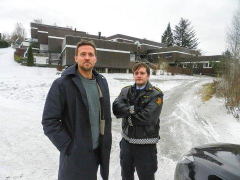 GIMLE: Disse to politbrødrene er hovedpersoner i Grenseland. En av dem bor i serien i disse terassehusene på Gimle.