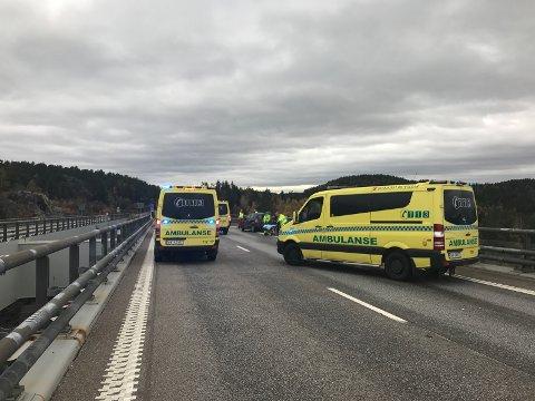 FEM BILER: Alle personene i de fem bilene slapp unna alvorlige skader i ulykka på Svinesundsbrua.