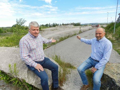 SELGER: For et drøyt år siden startet Martin Grimsrud (til v.) og Per Puck utbyggingen av Svinesund transportsenter. I denne artikkelen forteller Martin Grimsrud hvorfor de nå selger 38 mål og bygninger.