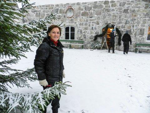 JULEMARKED: Turistsjef Liv Lindskog gleder seg. Forberedelsene er i gang til årets julemarked i Fredriksten festning.