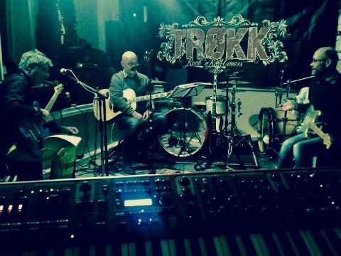 NYTT BAND: Jarle Aabø (i midten) øver sammen med sitt nye band. Resten av bandet består av: Christian Malcolmsen (gitar), Øyvind Kristiansen (trommer), Kent Pettersson (bass) og Gunnar Solbrekke Ingebrigtsen (orgel).