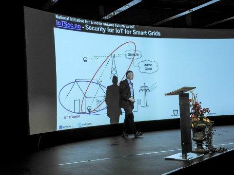 DATASIKKERHET: – Målsetningen er å øke sikkerhet og tillit med et samarbeid for sikrere Smart Nett, sier professor Josef Noll UiO.