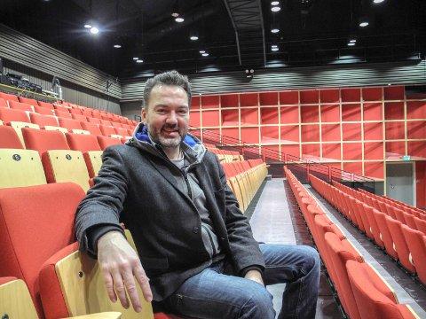 ÅPNER IGJEN: Daglig leder Martin Gundersen i Halden kultursal kan glede seg over at de endelig kan åpne dørene for publikum.