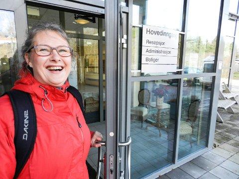 SYNLIGGJØRING: – Det kan hende at arbeidet mitt vil utløse behov for flere dagplasser og sykehjemsplasser. Da får vi synliggjort at behovet er der, sier Benedicte Borge Bakstad. Hun er demenskoordinator i  Halden kommune.