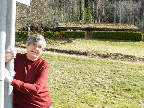STÅR PÅ: Jeg er sta og gir meg ikke på tørre møkka så lenge jeg vet det er noe jeg har krav på, sier 71 år gamle Randi Dybedahl.