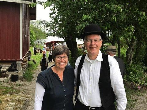 SA JA IGJEN: Anne og Ulf Rogstad åpnet gården sin Vigen for nok en runde med Farmen-markeder. – Dette er bare gøy, sier ekteparet.