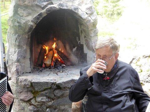 VARME: Utepeis og varm kaffe gjør underverk!