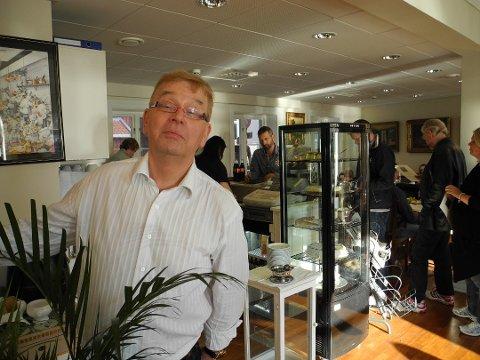 SMIL: Sverre Stang kan glede seg over smilefjes fra Mattilsynet ved Fabian Restaurant og Pannekakeri.