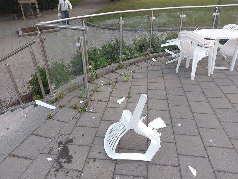 RAMPONERT: Slik så det ut ved Friluften på Nordsiden ved Busterudparken etter nattens herjinger.
