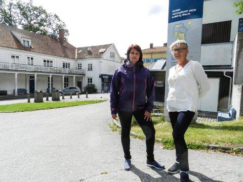 BEKYMRET: Kirsti Brække Myrli (tv) og rektor Ann-Rose Dahl frykter konsekvensene dersom det ikke tas grep og ordnes med gratis transport for elevene ved kompetansesenteret på Risum.