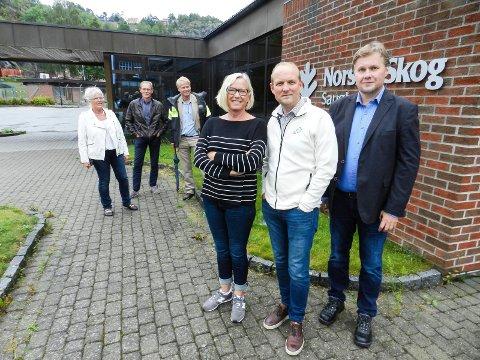 KUVENDING: I front ser vi Marit Arnstad, Ole Andrè Myhrvold og Kjell-Arve Kure. Bak fra venstre: Anne Kari Holm, Tron Kallum og Johan Edvard Grimstad.