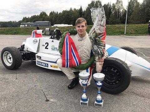 NM-GULL: Lars Solheim vant Norgescupen sammenlagt, og ble også norgesmester i Formel Basic.