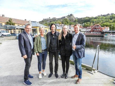 SAMMEN OM TONS OF ROCK: Fra venstre ser vi ordfører Thor Edquist (tv), Anette Henning i Berg Sparebank, festivalsjef Svein Bjørge og festivalens Yvonn Nordhagen samt banksjef Jørn Berg i Berg Sparebank.
