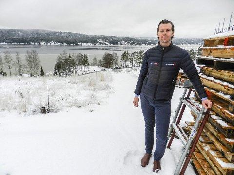 SELGER: 11 av 28 tomter er solgt. Det forteller eiendomsmegler Bengt Kristiansen.