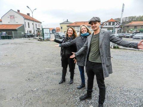 GRØNT: Den nye byhagen kommer her. Fra venstre sees Gun Kleve, Inger Helene Kjerkreit og Erik Vitanza.