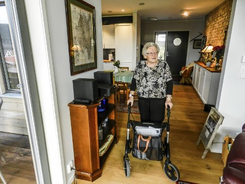 TILRETTELAGT: Torhild Johnsen er storfornøyd med sitt nye tilrettelagte hus.