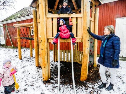 SKEPTISK: Styrer Birthe Kjernlie er skeptisk til en svær kommunal barnehage. Det vil dessuten bety kroken på døra for Berg barnehage.