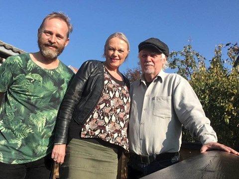 KLARE FOR KONSERT: Terje Norum (t.v.), Eva Stømner og Trond Granlund er klare for å hylle Hans Børli på Bryggerhuset Syd. Med seg har de også musikerne Roger Morland og Freddy Holm.