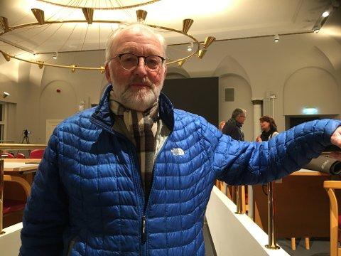 FORSLAGET: Øivind Holt (MdG) presenterte forslaget om hvordan politikerne mener at fremtidens kollektivtilbud i Halden bør være.