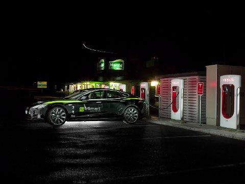 TESLA-TEST: eSmart har blant annet brukt sin egen elbil i forskningen.