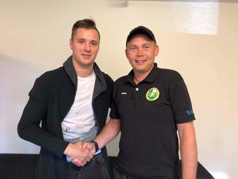 FORNØYDE: Runar Eidissen i Comets sportskomite er glad for at Paulius Gintautas tar minst én sesong til i grønt.