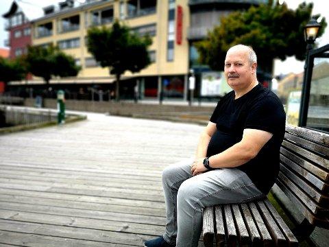 BLE AVHENGIG: Roger Asker fra Halden ble spillavhengig på kasino på nett. Det endte med at han måtte selge huset. Nå ønsker han å hjelpe andre som sliter med avhengighet.