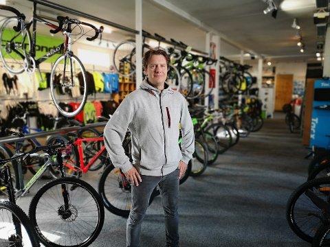 DAHLMANS: Sykkelbutikken i Halden jobber hardt for å få butikken til å gå rundt. Nå ønsker de å ekspandere med både ny butikk i Strömstad og nettbutikk. – Vi jobber hardt for å få det til, sier daglig leder Lars Bjørnar Dahlman.