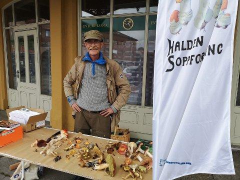 VIL HA MED FLERE PÅ TUR: Geir Helge Sandsmark fra Halden soppforening ønsker at flere blir med på sopptur.