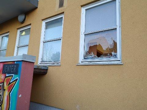HÆRVERK PÅ HJORTSBERG: Hjortsberg skole har blitt utsatt for en rekke hærverk på kort tid. Dette er tredje hendelsen som blir anmeldt.
