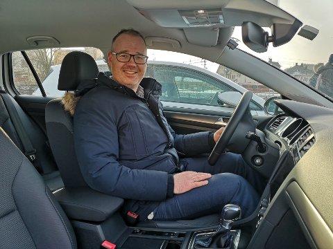 FORNØYD: Prosjektleder Martin Vik ønsker å tilrettelegge for at personer med begrensede ressurser skal få mulighet til å låne elbil.