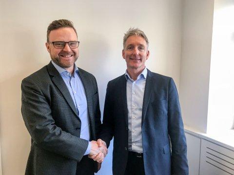 NY LEDER: Thor Mosaker (til venstre) blir ny administrerende direktør for Smart Innovation Norway. Her sammen med  Oddmund Kroken.