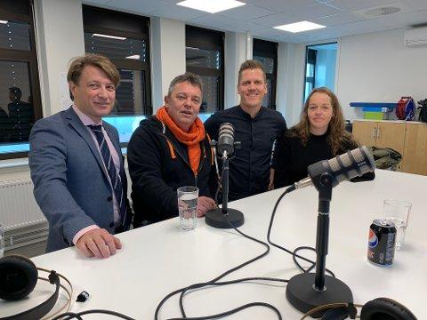 KLARE FOR PODKAST: Ole Richard Holm-Olsen, Trond Henriksen, Morten Ulekleiv og Trine-Merethe Høistad lanserer i dag podkasten Wiels plass. Temaet er Halden-politikken.
