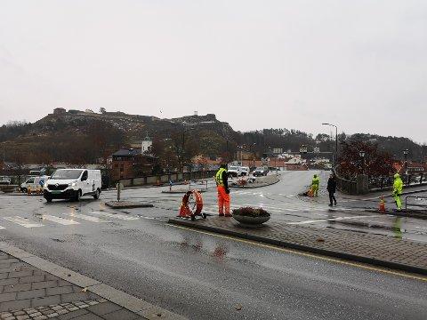 OPPGRADERER LYSKRYSSET: Statens vegvesen jobber med å oppgradere lyskrysset i sentrum.